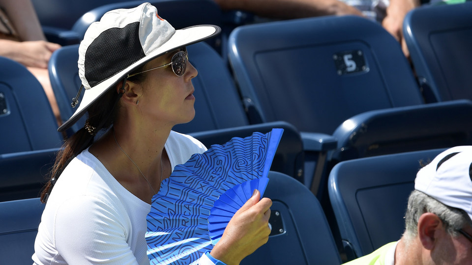 August 28, 2018 - Fans cool themselves off during the match between Kirsten Flipkens and CoCo Vandeweghe at the 2018 US Open.